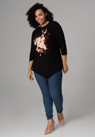 Czarna bluzka XXL z kwiatowym nadrukiem