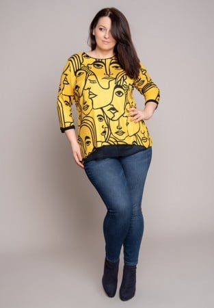 """Czarno-żółta bluzka dla puszystych kobiet we wzory """"twarze"""""""